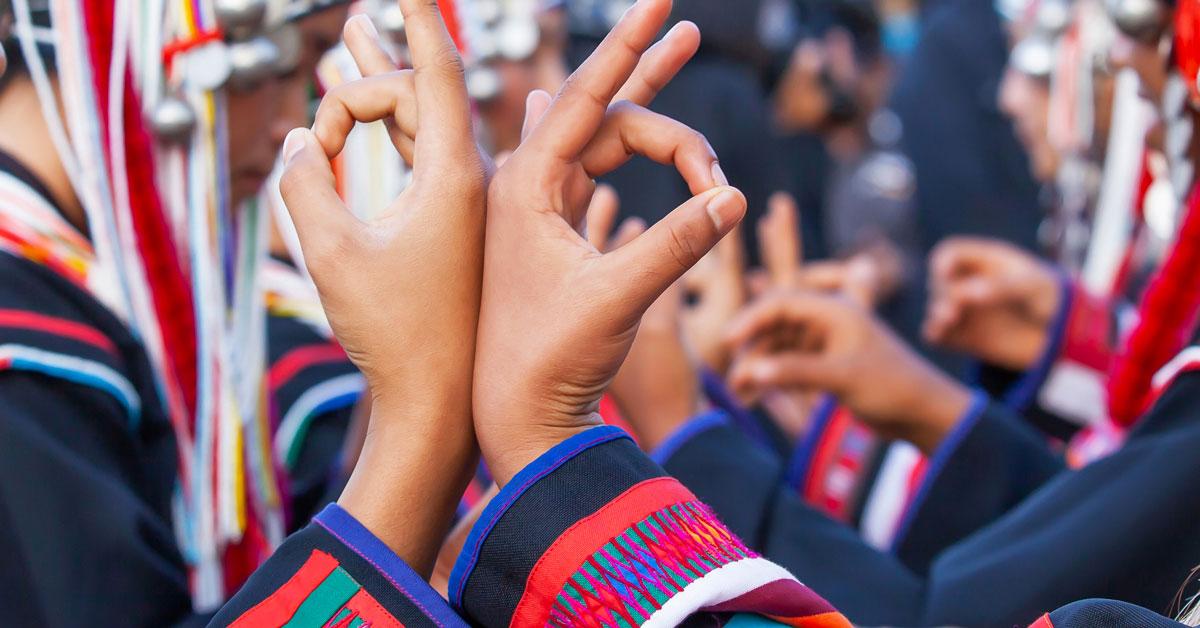 Danse du peuple Muong pendant la fête du cotonnier au Vietnam