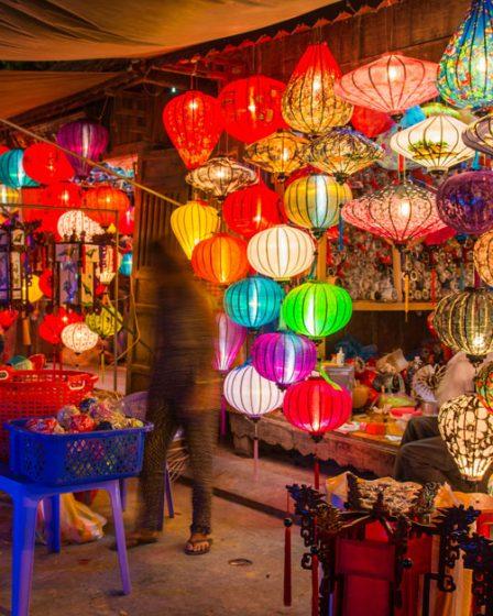Les lanternes de Hoi An sur un marché de la vieille ville